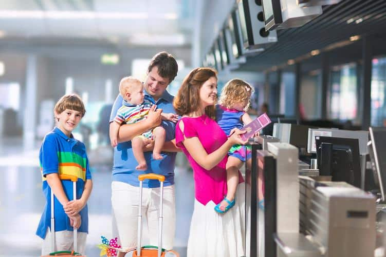 10 tips to travel safe with children