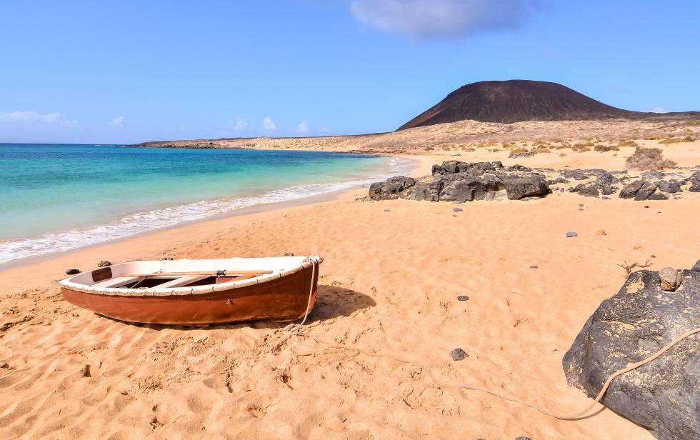 What to do in La Graciosa Island – Enjoy!